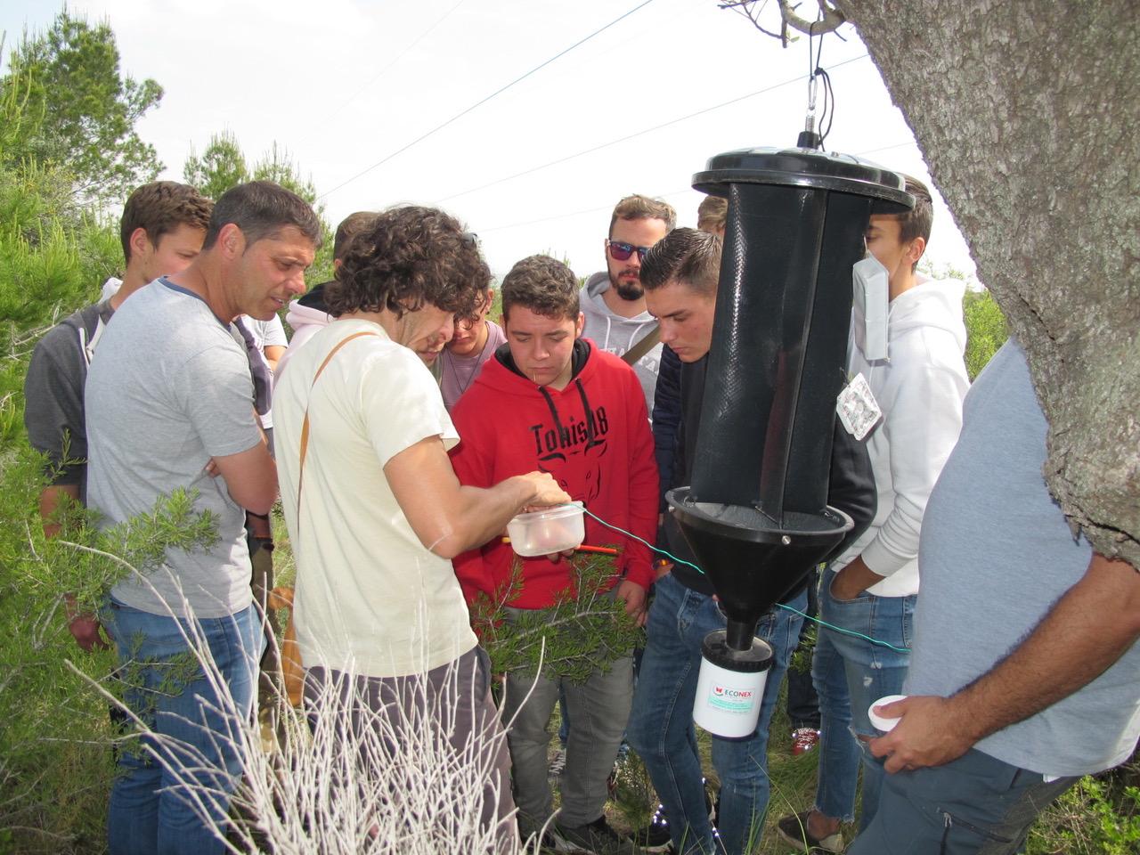 Estudiantes en visita en las areas afectadas en El Tello